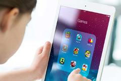iPad-girl-0
