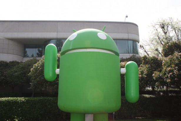 Google заставляет Android-производителей использовать ее сервисы и приложения