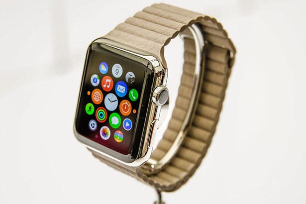 Пользователи интернета по привычне пишут iWatch вместо Apple Watch