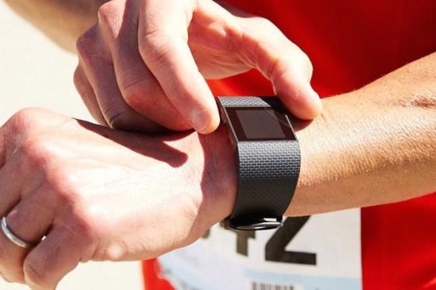 Fitbit представила новые фитнес-браслеты: Charge, Charge HR и Surge