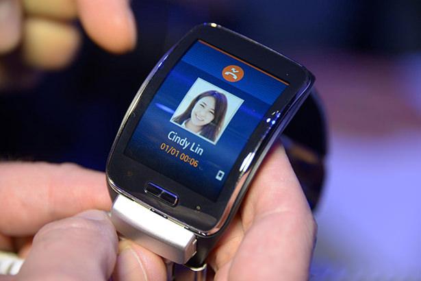 «Умные» часы Samsung Gear S начали продаваться в США