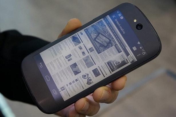 Российский смартфон YotaPhone 2 будет представлен 2 декабря