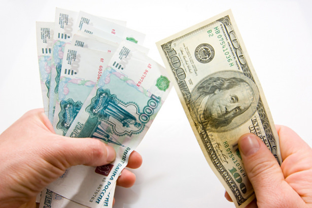 В некоторых интернет-магазинах России начали появляться ценники в евро