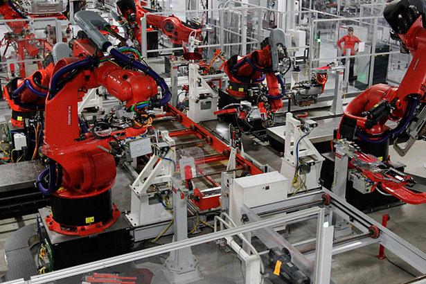 Инженеры Apple недовольны качеством работы роботов на заводах Foxconn