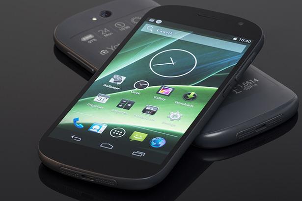 Глава Yota Devices подарил Стиву Возняку смартфон YotaPhone 2 на Рождество