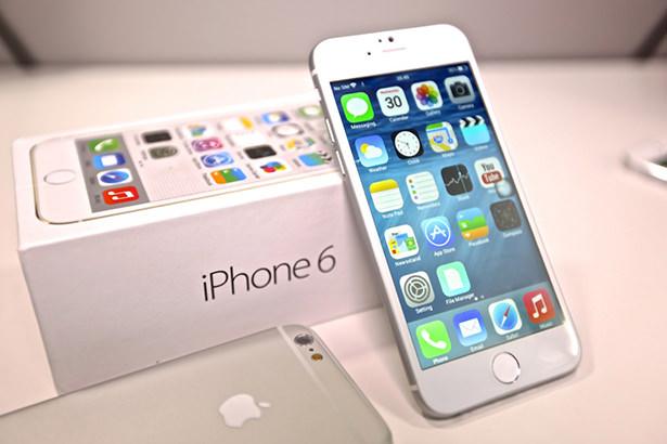 Пользователи iPhone 6 и iPhone 6 Plus жалуются на брак фронтальной камеры смартфона