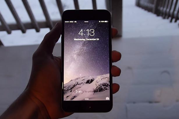 iPhone 6 против снега: очередной краш-тест смартфона Apple
