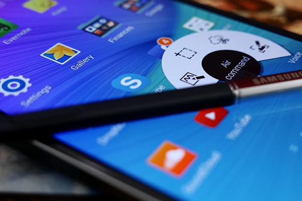 Samsung перестанет навязывать свои сервисы и приложения через оболочку TouchWiz
