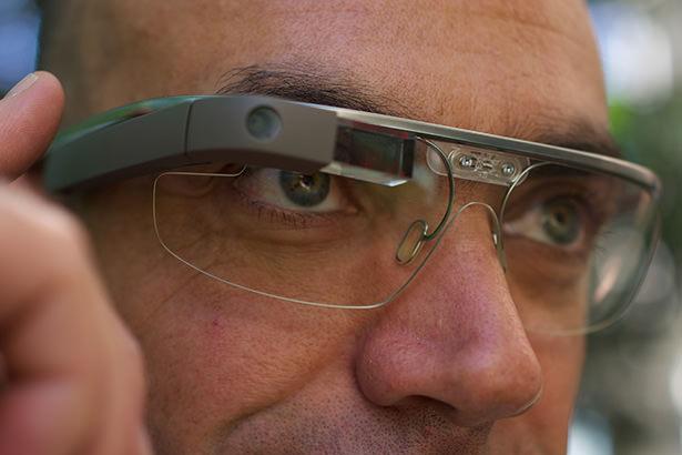 Новое поколение Google Glass сконструируют заново