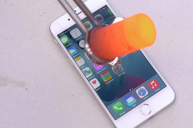 iPhone 6 против жидкого алюминия и газовой горелки