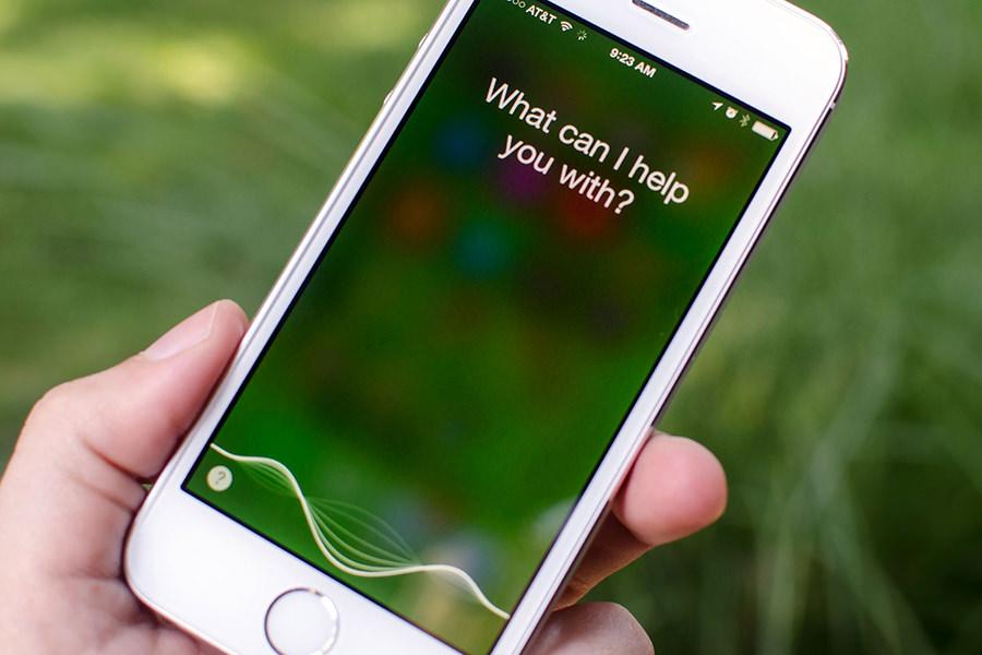 Голосовой ассистент Siri считает геев лучше всех