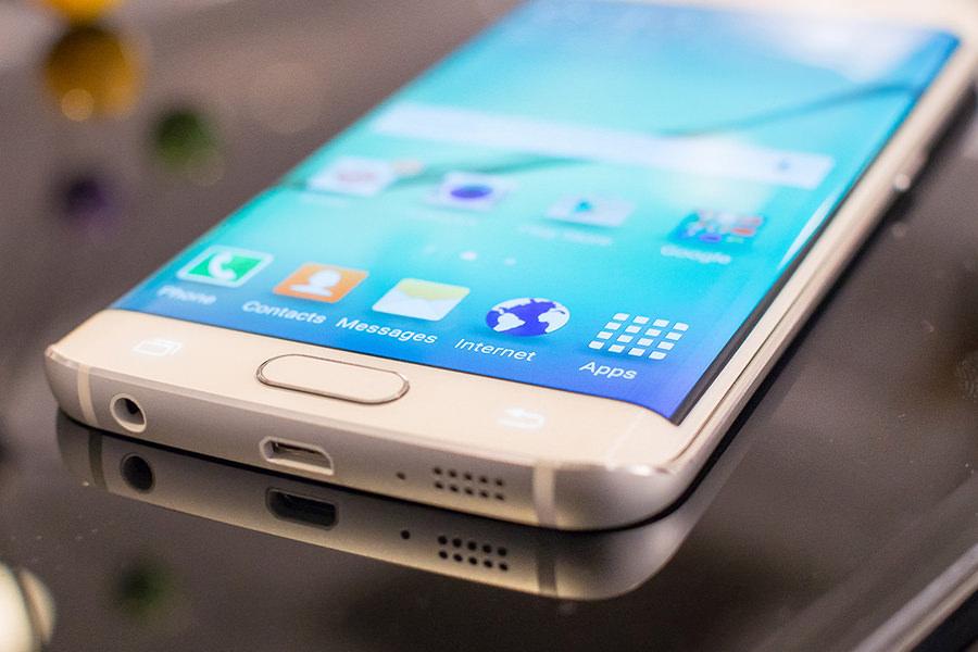 Стала известная официальная стоимость смартфонов Samsung Galaxy S6 и Galaxy S6 Edge в России