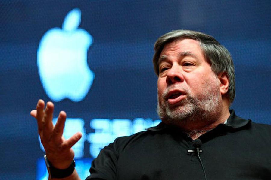 Стив Возняк раскритиковал Apple за выпуск часов Apple Watch стоимостью $17 000