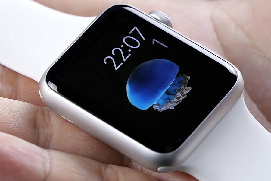 Apple выпустила первое обновление для Apple Watch с поддержкой русского языка
