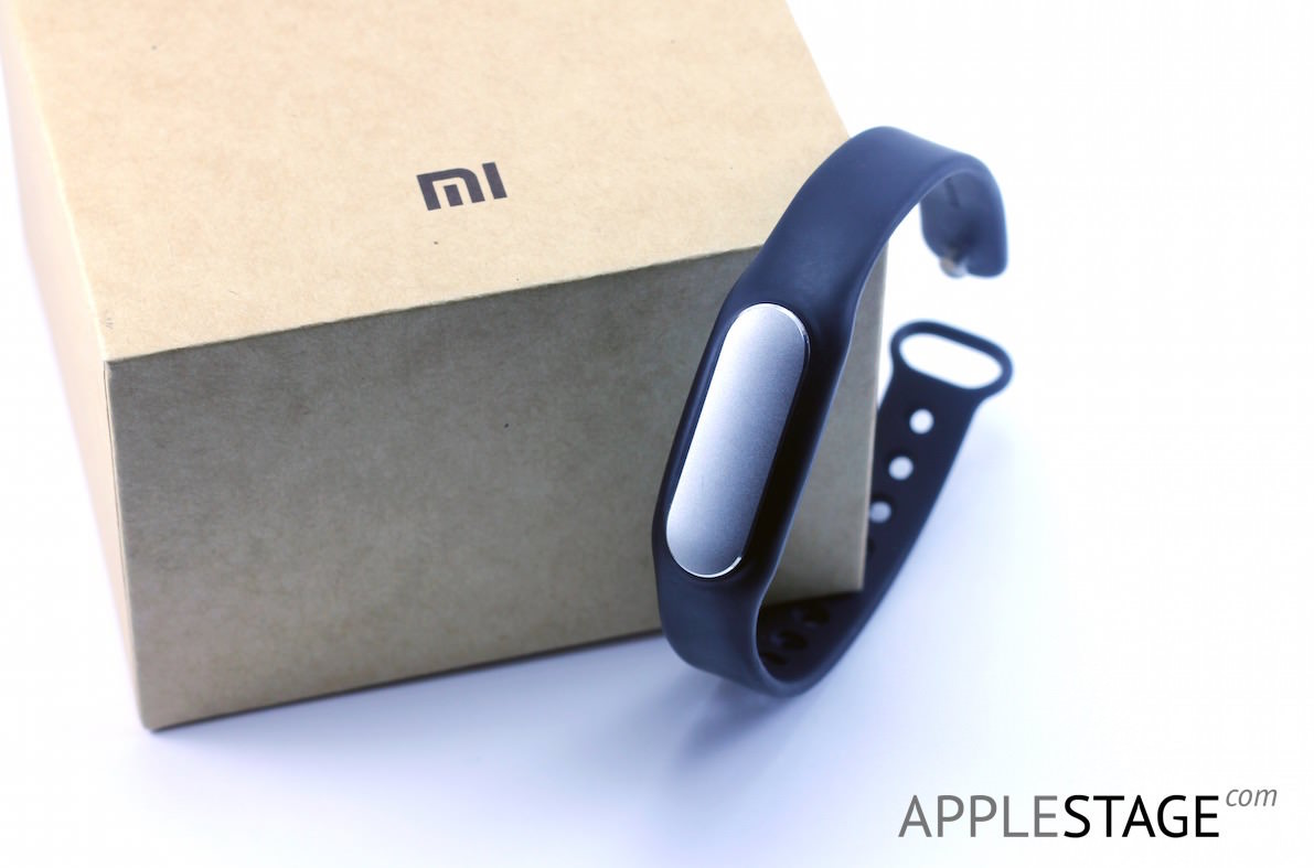 Xiaomi-Mi-band-iPhone-6-Plus-AppleStage-Russia-iOS-8-Apple-2