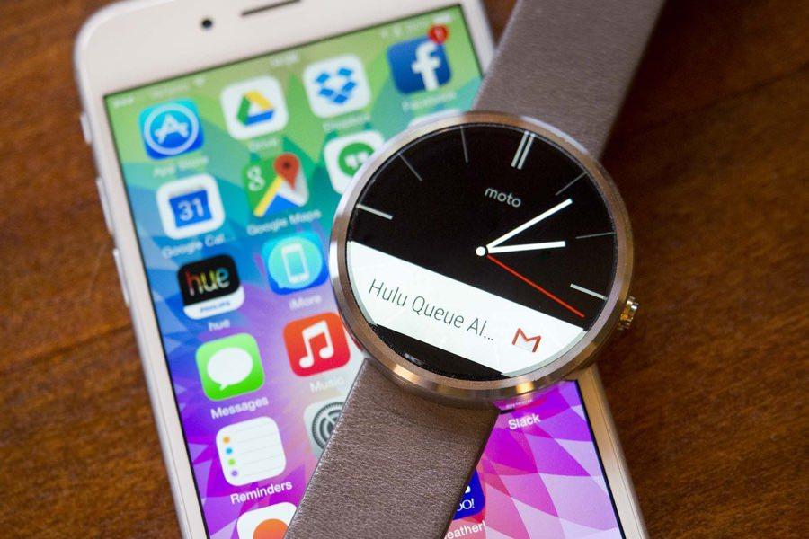 Часы на Android Wear получили официальную совместимость с iPhone и iPad