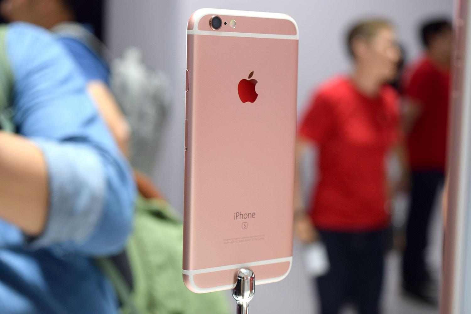 iPhone 6s Plus Russia 5.5 5 vs. iPhone 6 pink gold 5