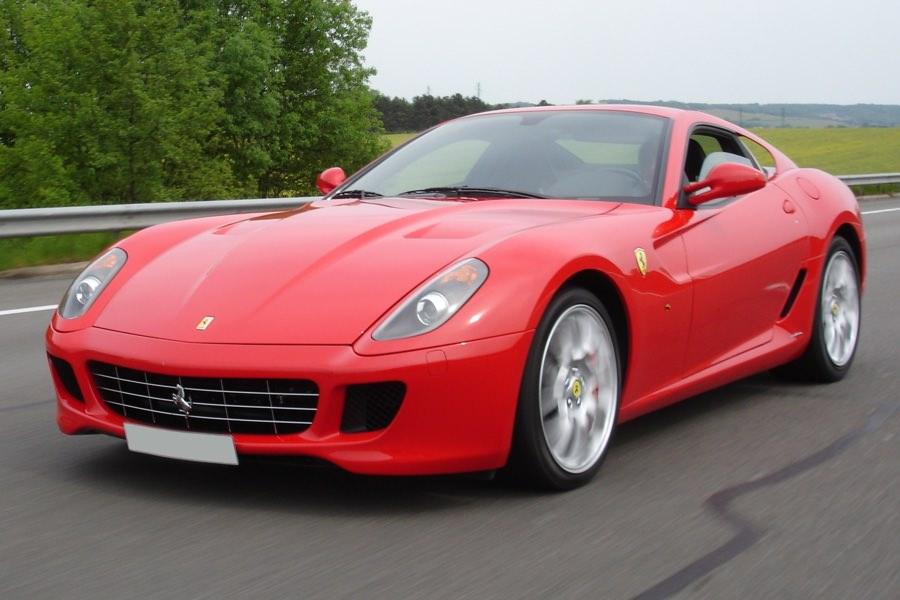 Краш-тест: iPhone 6s против роскошного автомобиля Ferrari