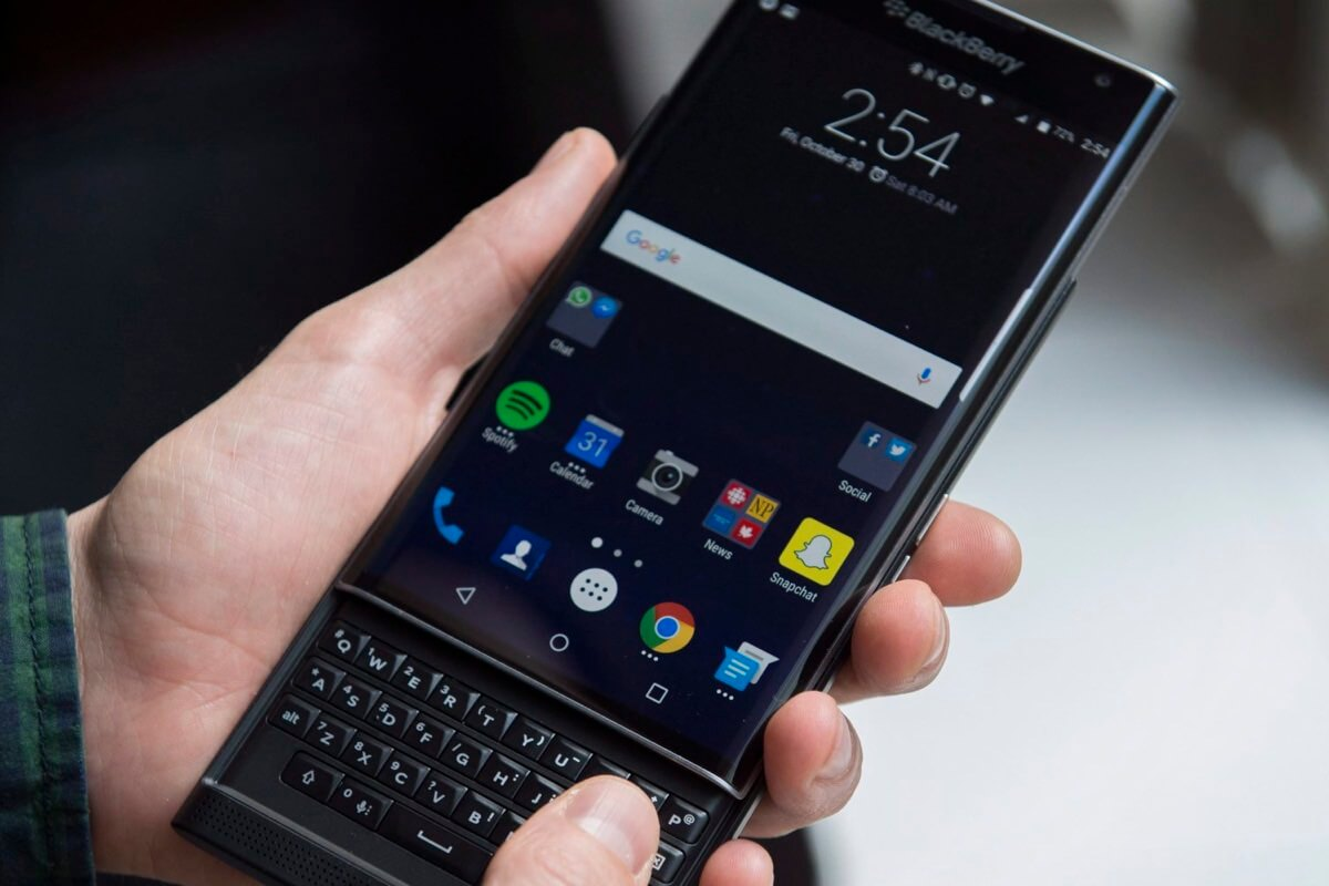 Внутренности смартфона BlackBerry Priv показаны на видео