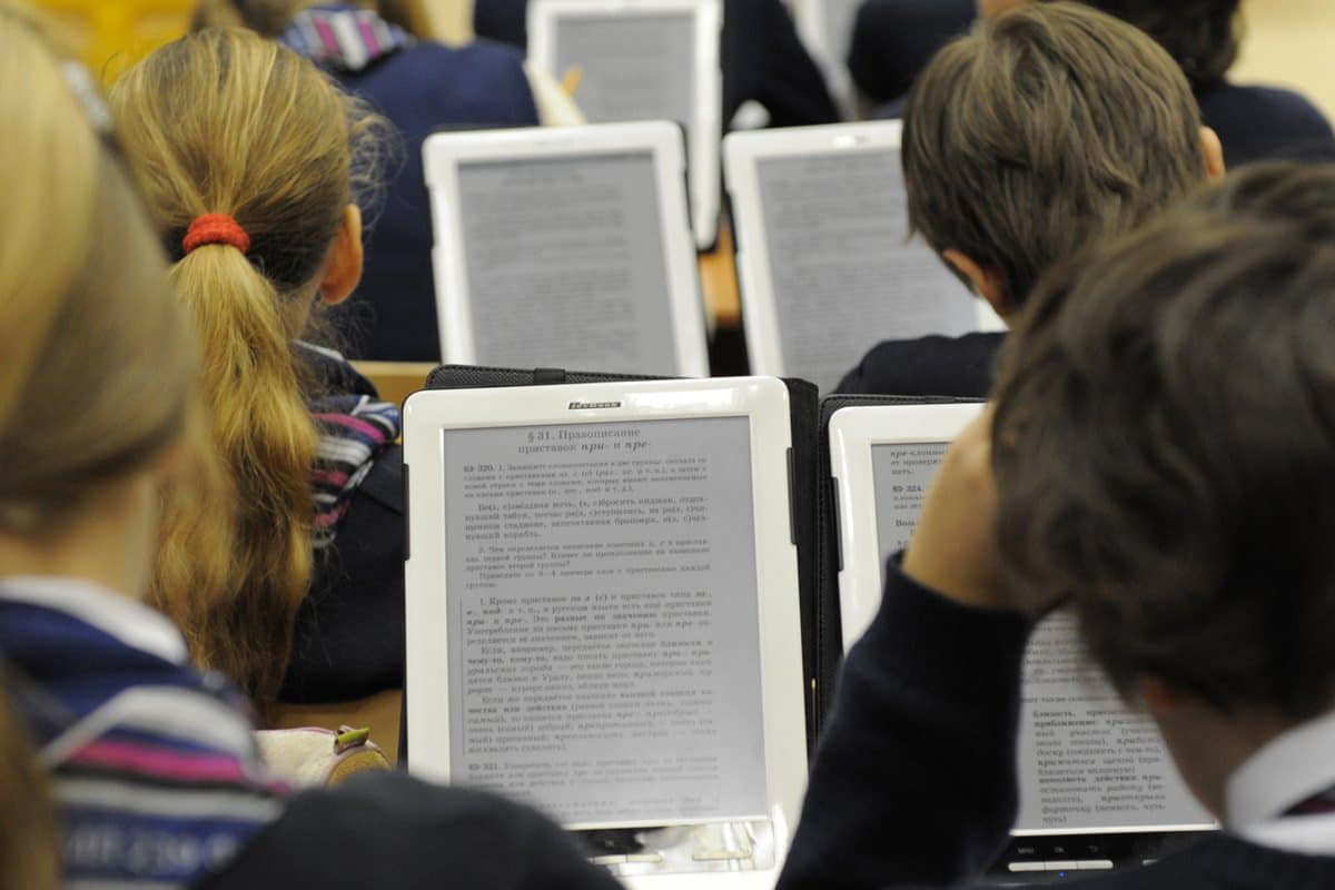 Yota Devices и «Ростех» создают электронный учебник для российских школ