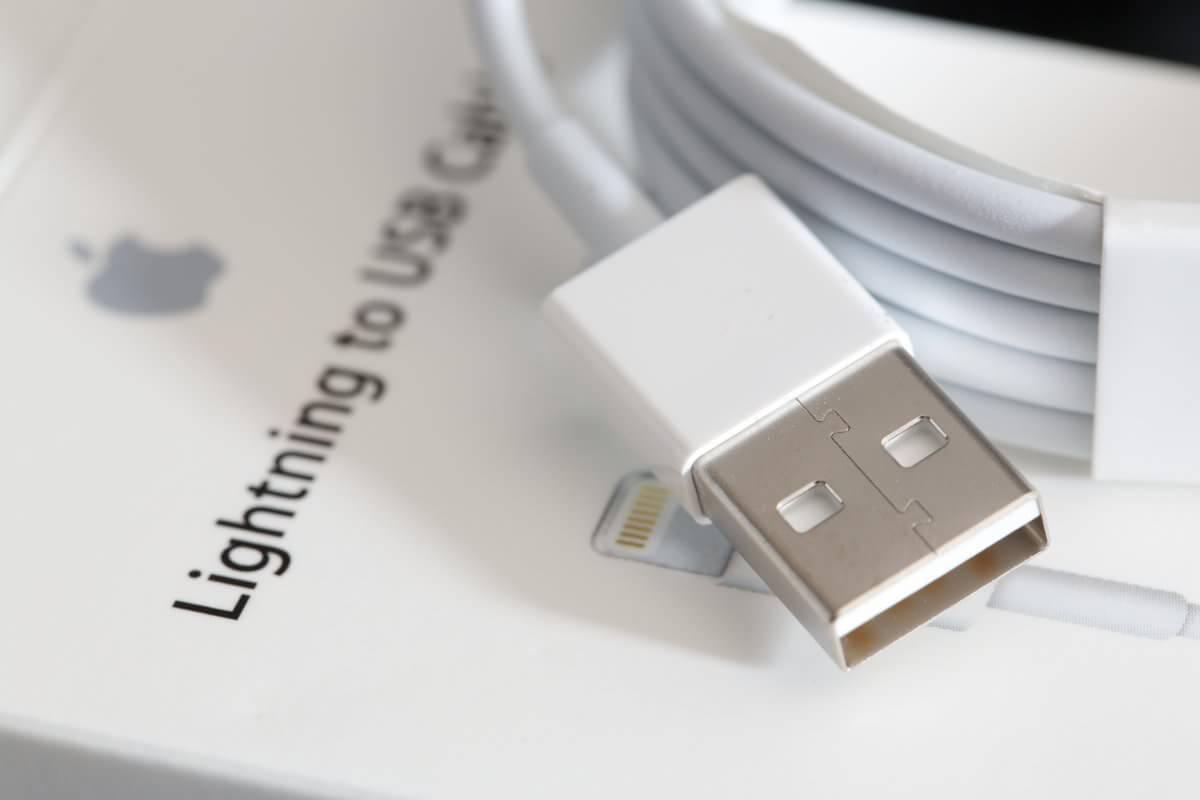 Как Apple вынуждает покупать фирменные Lightning-кабели путем нарушения работы китайских