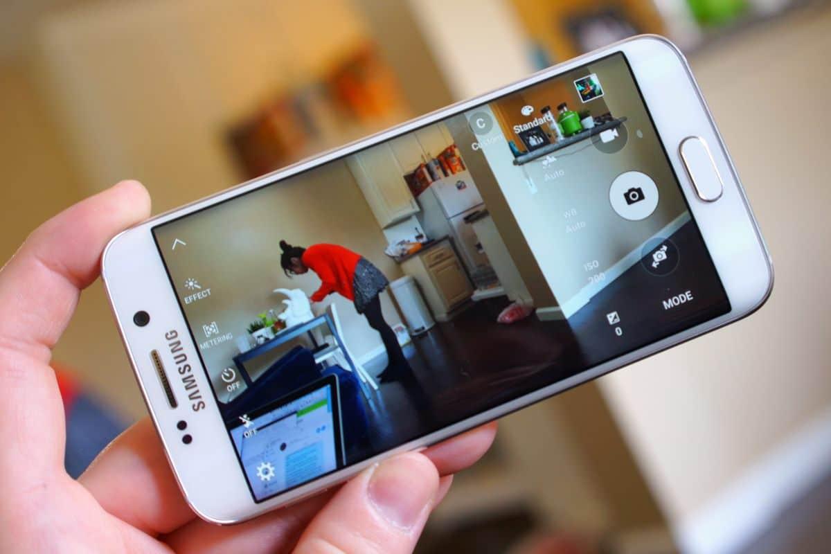 Samsung работает над телефоном со сменной камерой