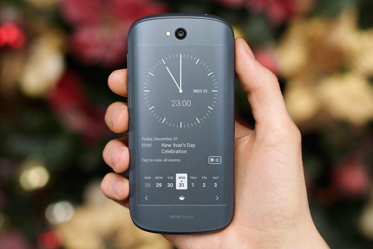 Yota Devices продает не более трех сотен смартфонов YotaPhone 2 в месяц