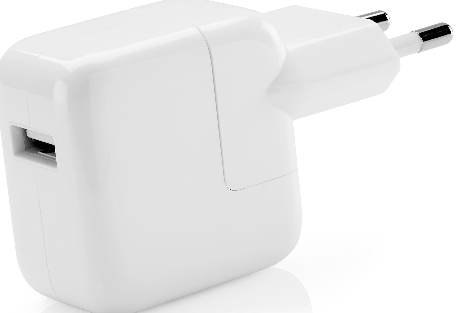 Apple запустила программу по замене дефектных адаптеров питания
