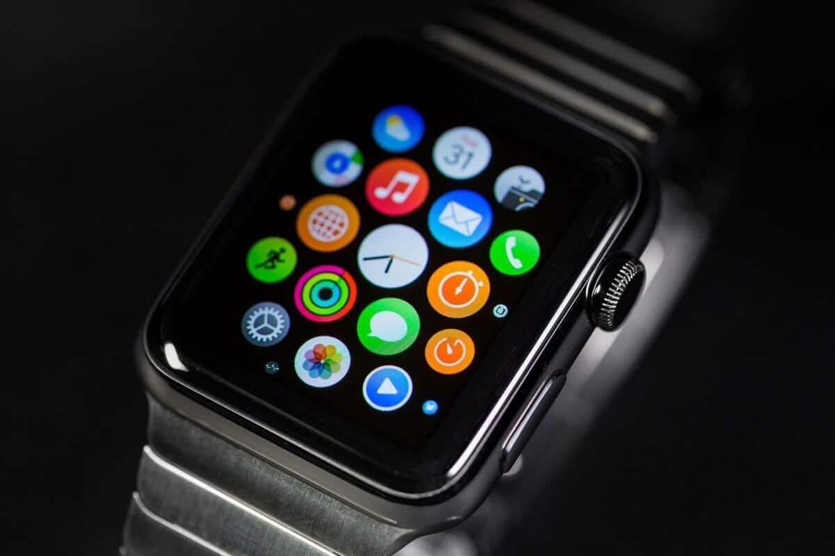 Релиз смарт-часов Apple Watch 2 перенесен на осень 2016 года