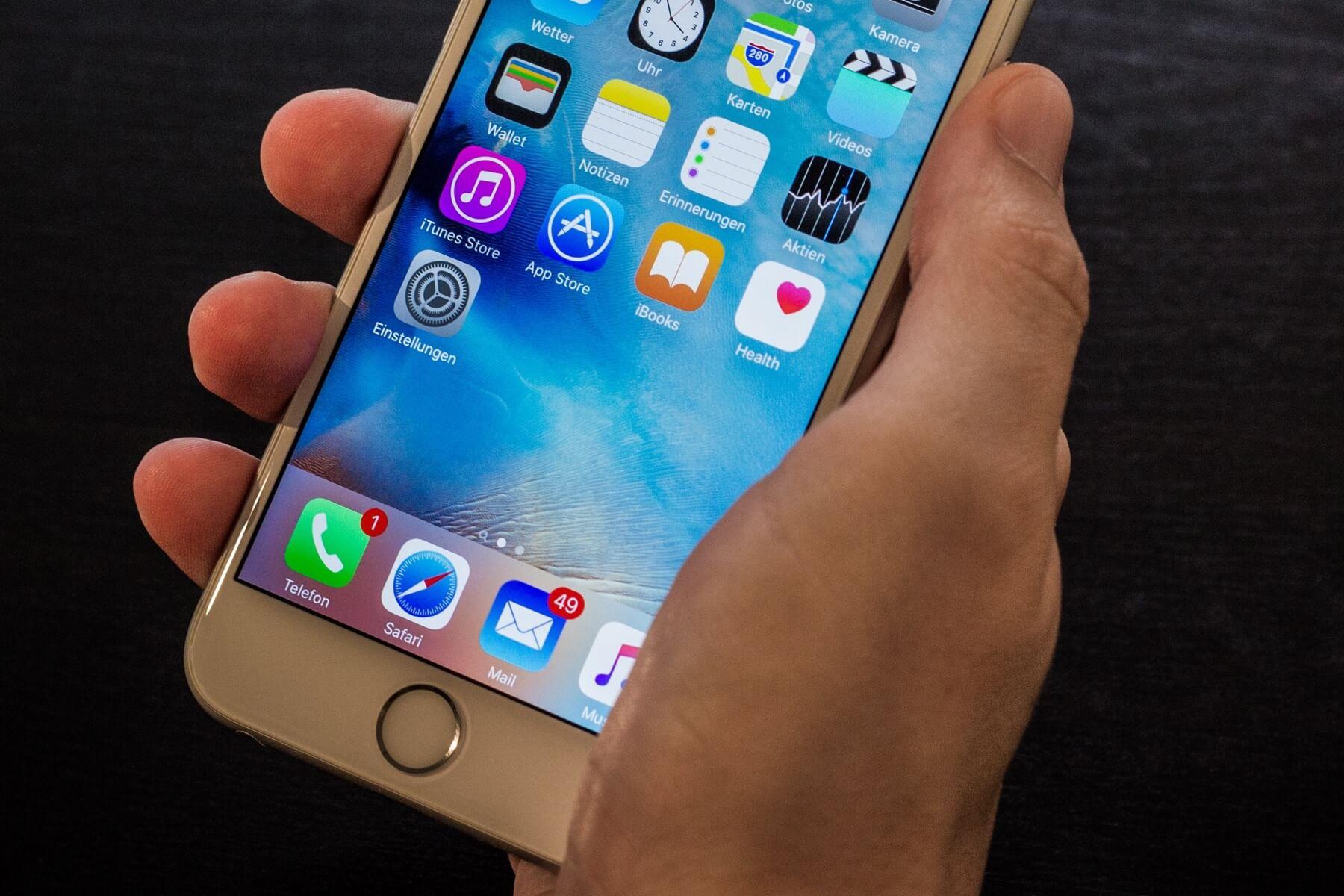 В сети появились первые живые фотографии iPhone 7