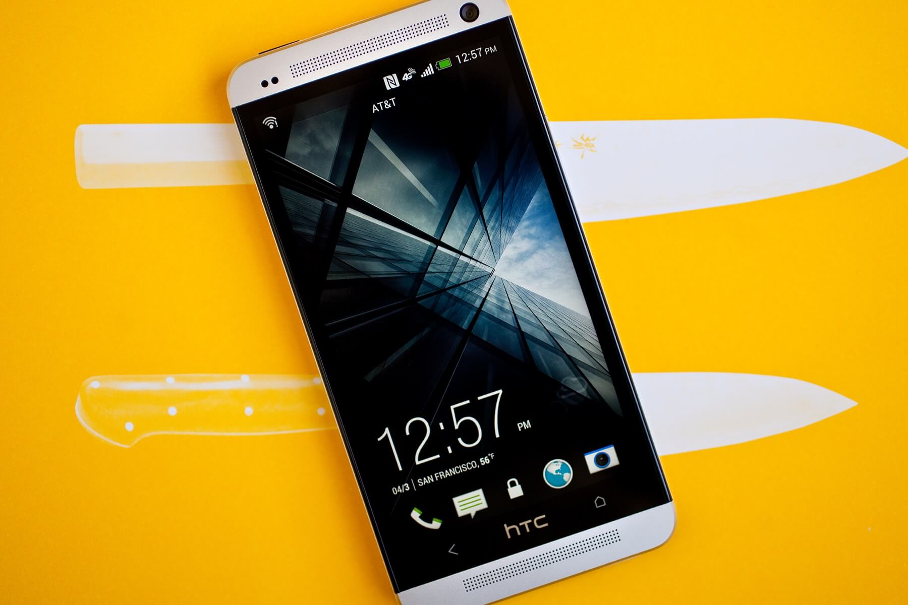 Продажи устройств HTC в 2015 году упали на 35%