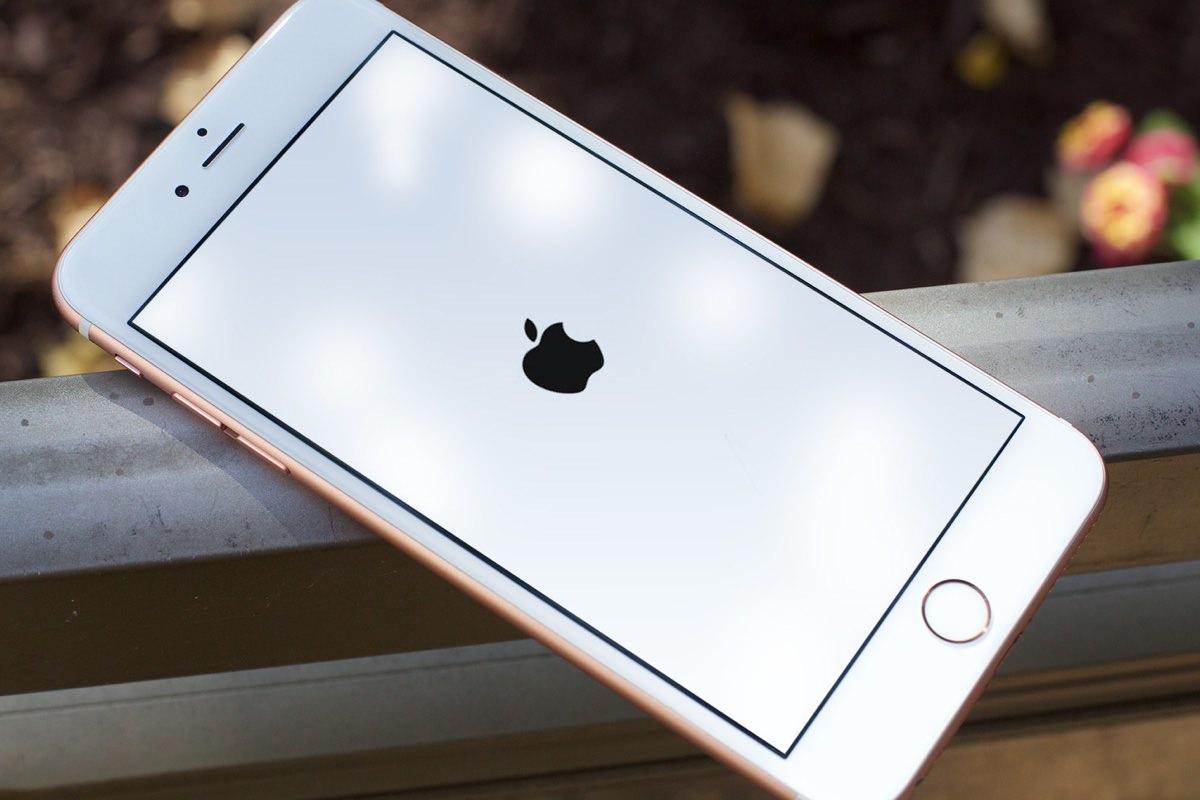 Россияне «осадили» сервис-центры Apple из-за ошибки с датой в iOS