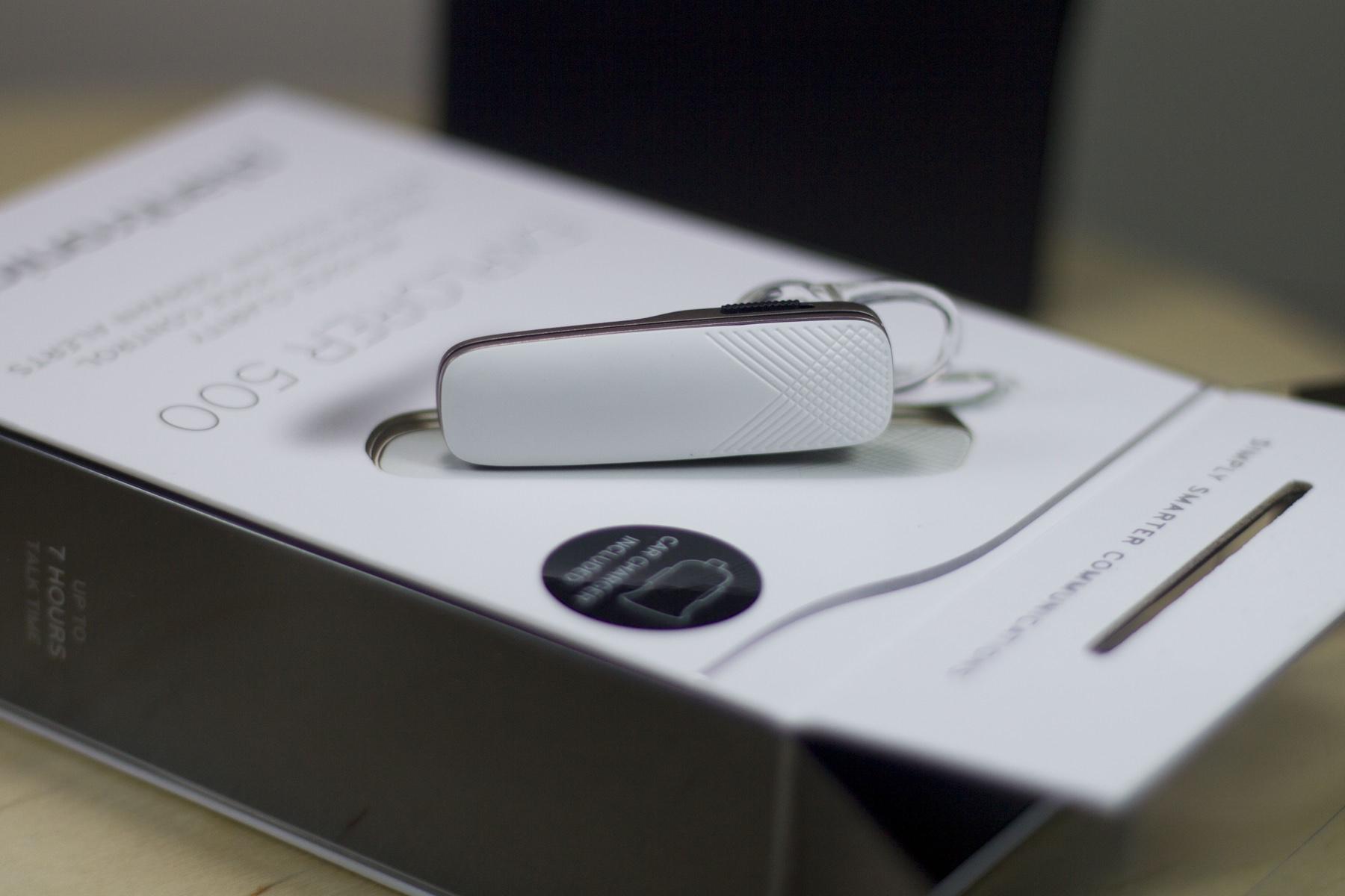 Обзор стильной Bluetooth-гарнитуры Plantronics Explorer 500