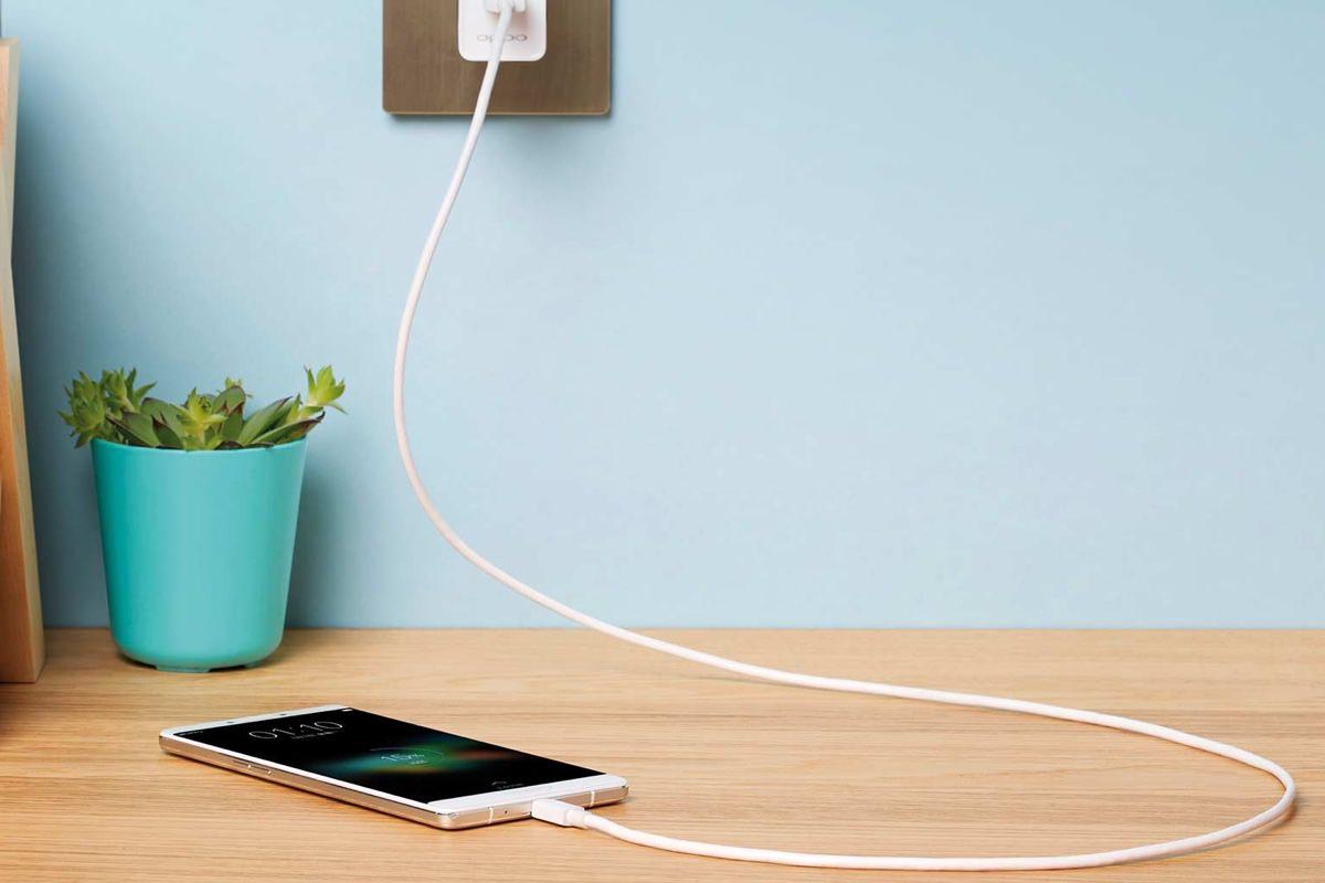 Новая технология от Oppo заряжает смартфон за 15 минут