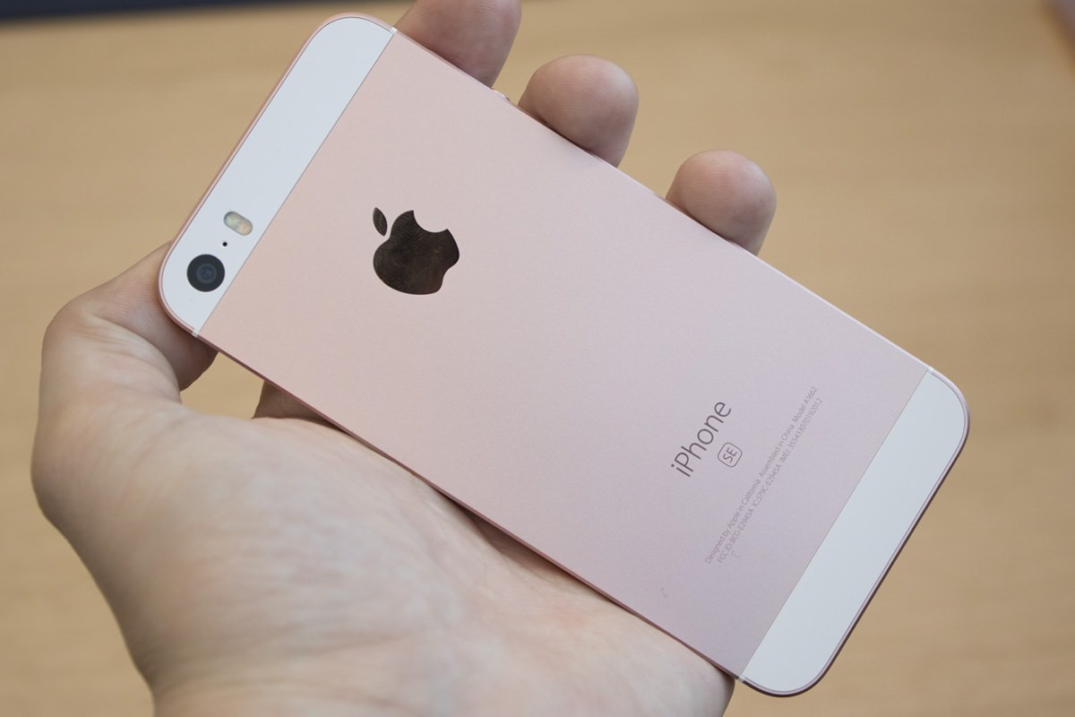 Глава мобильного подразделения LG назвал iPhone SE устаревшим смартфоном