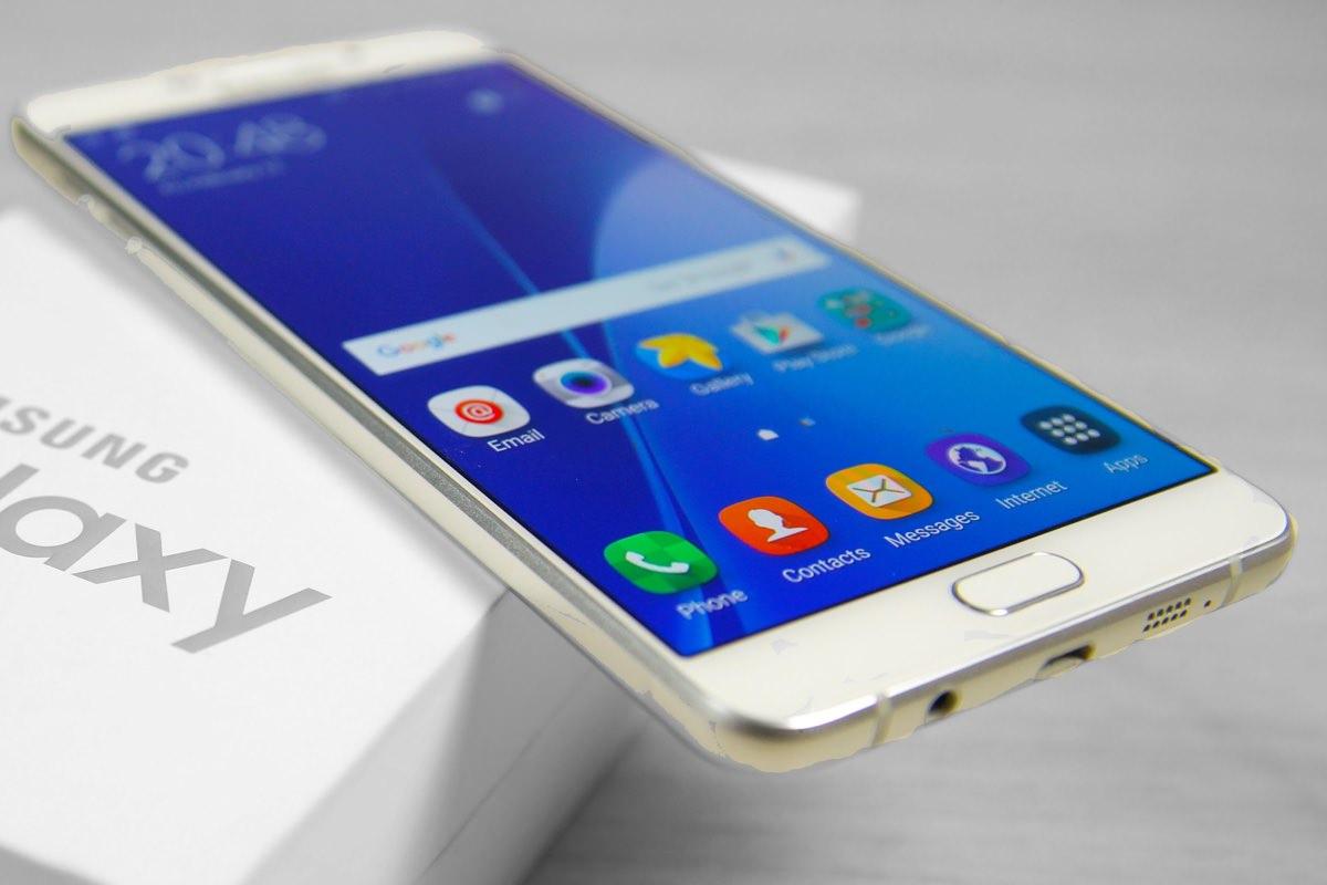Samsung Galaxy A9 Pro получит съёмную батарею