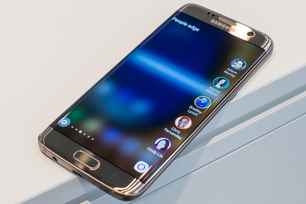 Первых покупателей Samsung Galaxy S7 и S7 edge ждет халява