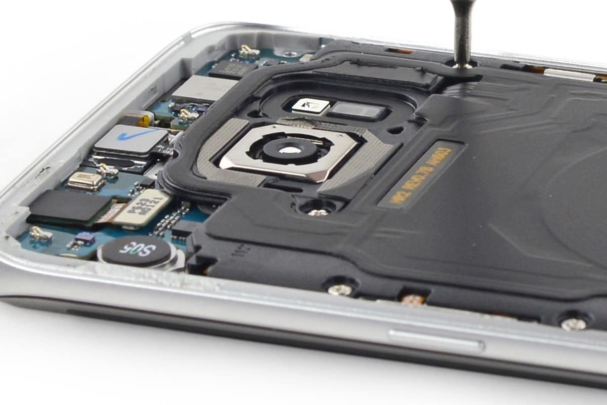 Для замены USB-порта в Samsung Galaxy S7 придется снимать весь дисплей