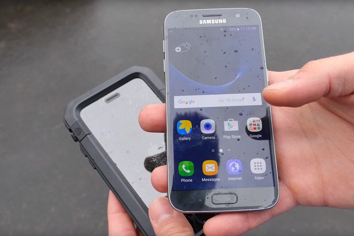 Samsung Galaxy S7 проиграл iPhone 6s в испытании водой