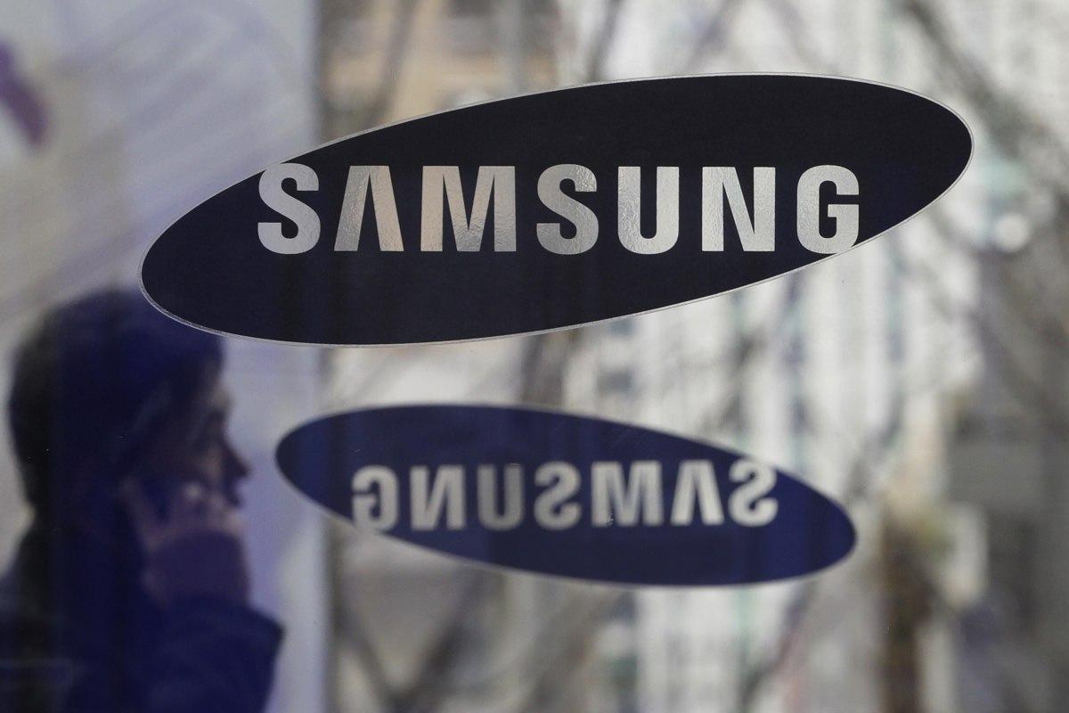 Samsung получила патент на складной смартфон