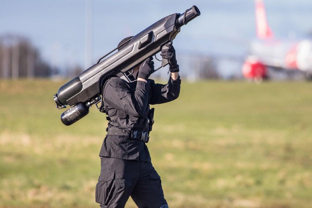 Оружие против дронов SkyWall 100 показали на видео