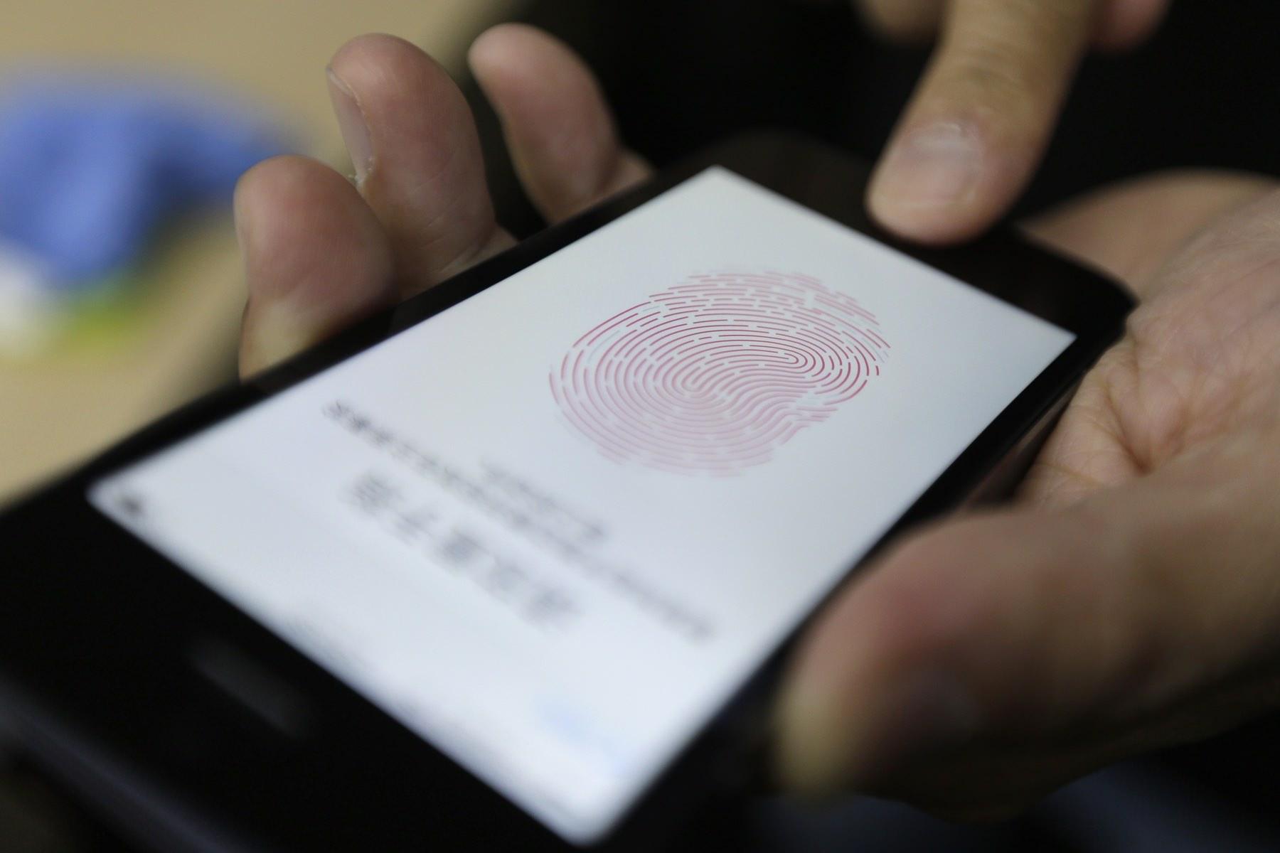 Как взломать iPhone и iPad через сканер отпечатков пальцев Touch ID