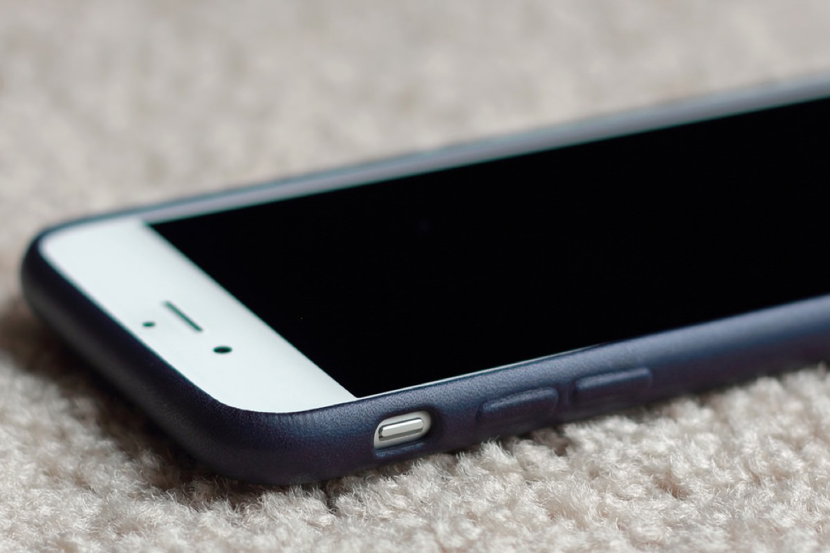 Apple запатентовала чехол для iPhone с беспроводной зарядкой