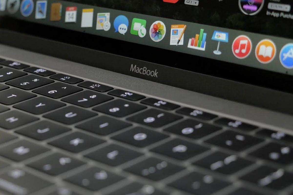 Apple начнет продажи ультратонких MacBook во второй половине 2016 года