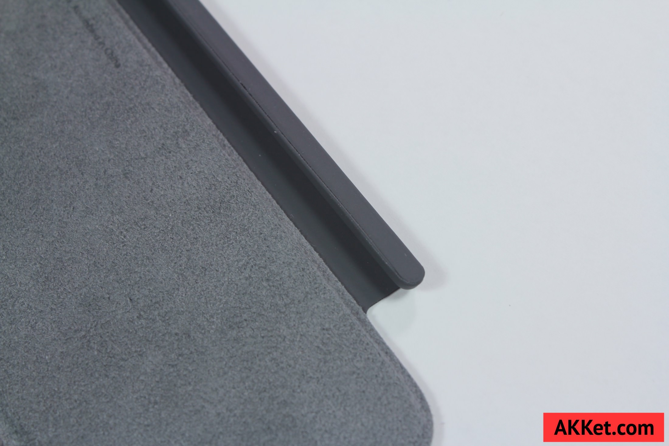 Apple Smart Cover iPad mini 4 review Charcoal Gray 16