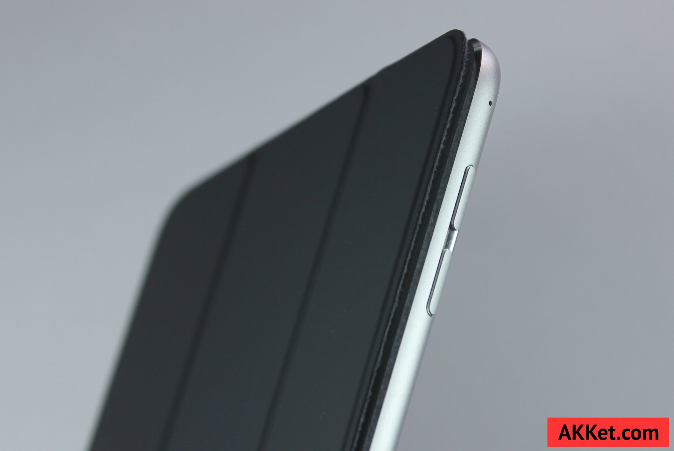 Apple Smart Cover iPad mini 4 review Charcoal Gray 3