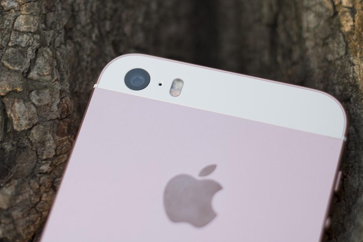 iPhone SE подешевел на 100$ спустя один день после начала продаж