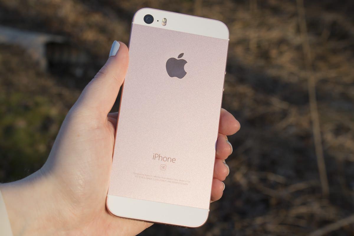 За первые дни продаж в России продали не более 150 «серых» iPhone SE