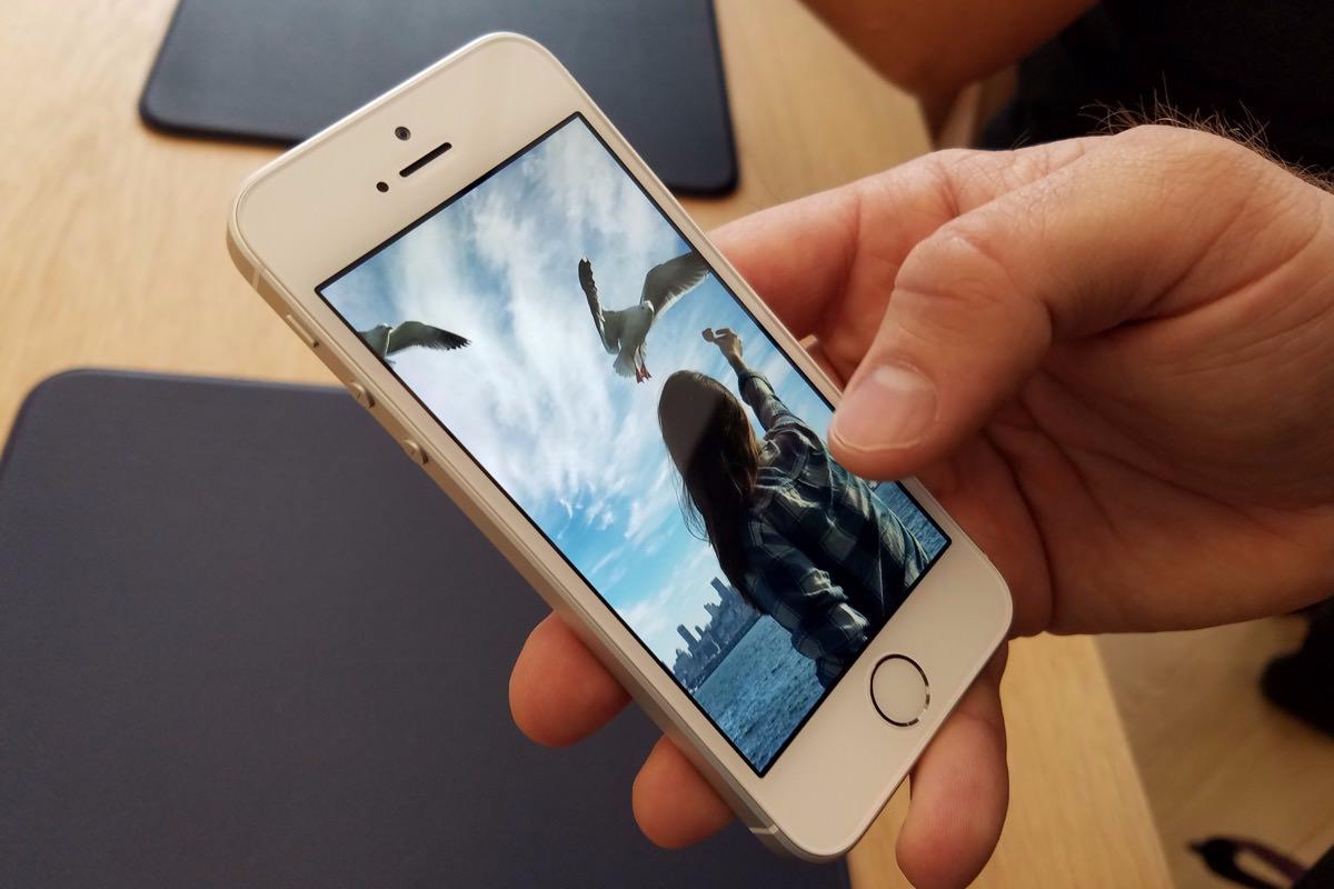 Спрос на iPhone SE продолжает увеличиваться