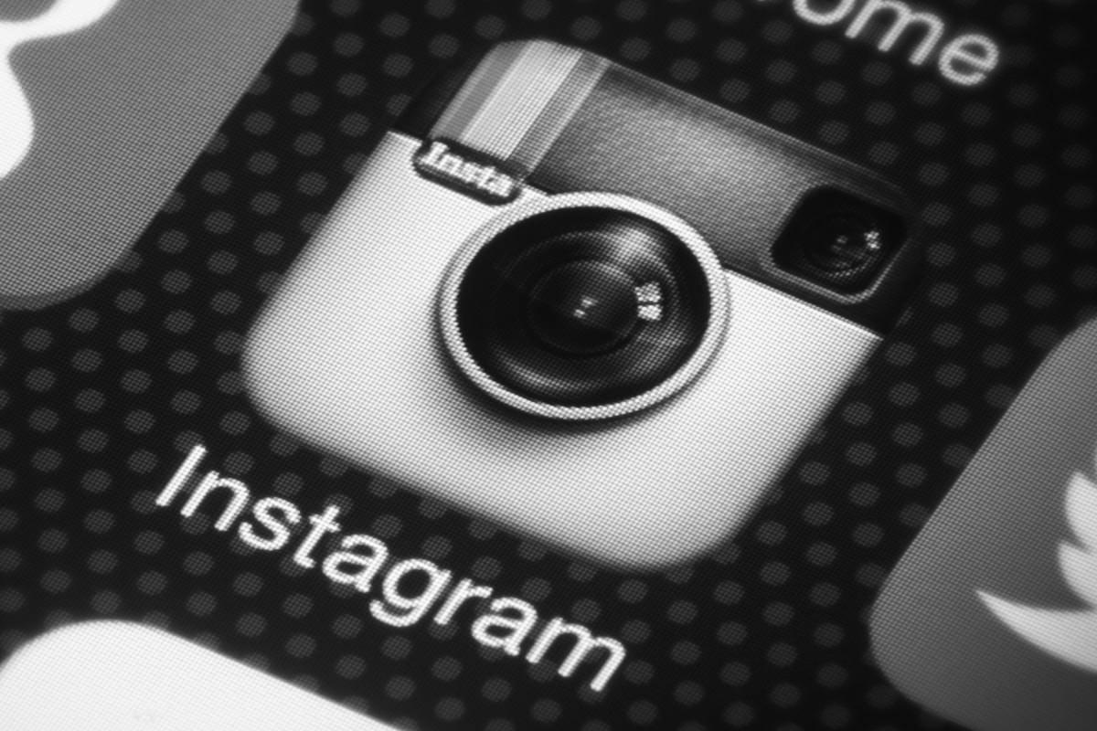 Instagram сделал интерфейс приложений для iOS и Android черно-белым
